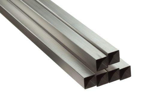 Профильная труба черного металла различного сортамента – очень распространенная заготовка для конструкций кованой лестницы