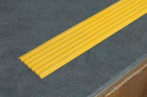 Противоскользящие резиновые накладки на ступени в виде полосы