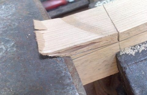 Работа топориком плотника