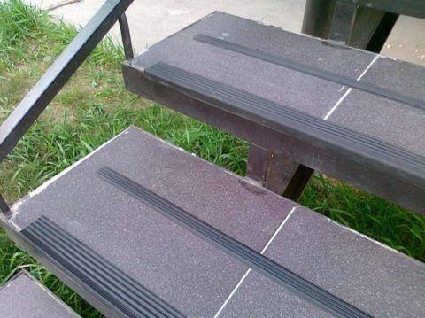 Различные защитные накладки на лестницы
