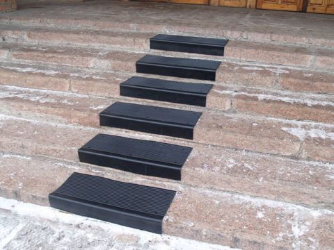 Резиновое покрытие для лестниц в виде проступи
