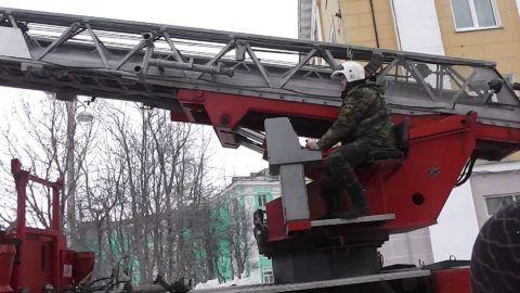 Слаженность и эффективность работы автомобильной пожарной лестницы напрямую зависит от грамотных и своевременных действий квалифицированного оператора