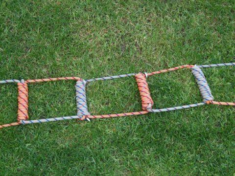 Среди веревочных лестниц и конструкции изготовленные исключительно из тела веревки, без деревянных элементов