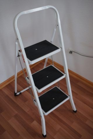 Стремянки с широкими ступенями с резиновым покрытием