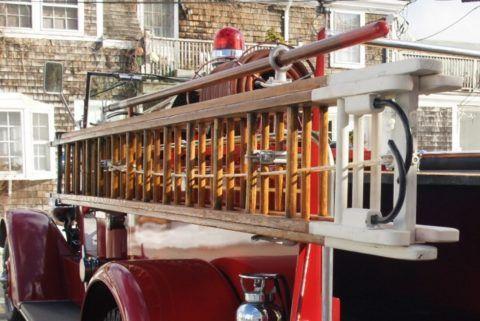 Транспортировка переносной лестницы пожарным автомобилем