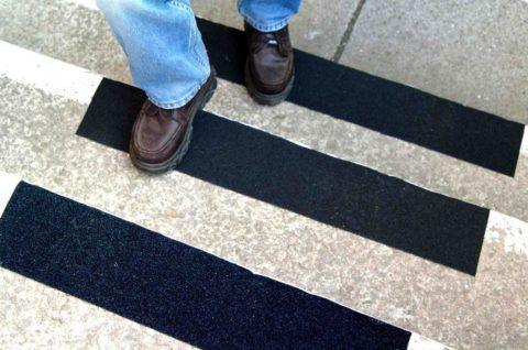 Укладка клинкерных ступеней избавит вас от необходимости использовать антискользящие накладки