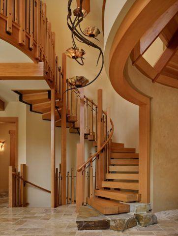 Винтовая конструкция из натуральной древесины