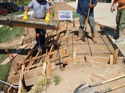 Заливка бетона с помощью миксера