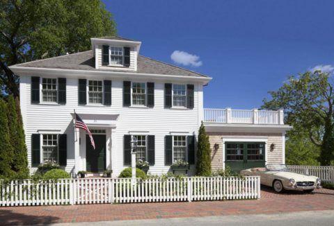 Дома в таком стиле очень распространены на одноименном мысе на американском побережье