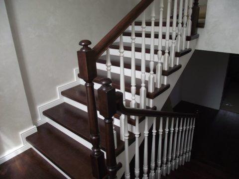 Классическая лестница, во многом сохранила свои фамильные черты, пронеся их через потрясения Гражданской войны и Великой Депрессии