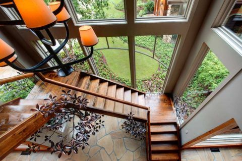 Красивому дому, лестница под стать