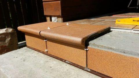 Облицовка лестницы керамической плиткой