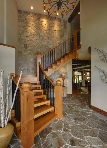 Оригинальные лестницы в деревянном доме