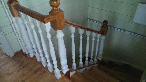 При окраске готового изделия все большую популярность приобретает применение полупрозрачных средств, сохраняющих природную текстуру древесины