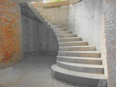 Бетонная лестница до отделки