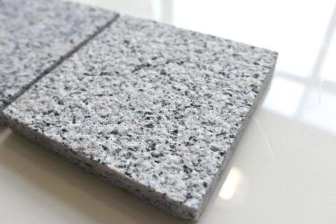 Бучардированный камень