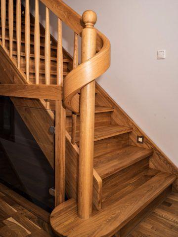 Деревянные лестницы, для производства которых используется тропическая древесина, стоят вдвое дороже
