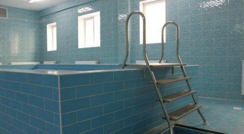 Двусторонние нержавеющие лестницы в бассейн