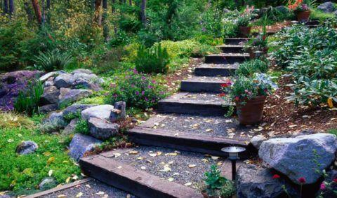 Красивая садовая лестница, как прекрасное дополнение ландшафта