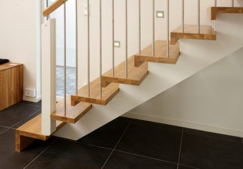 Лестница, изготовленная из клееной древесины