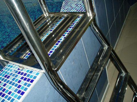 Лестница с накладками против скольжения