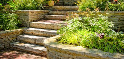 Лестница садовая из натурального камня