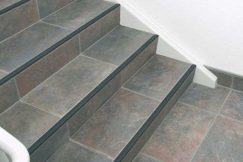 Облицовка лестницы плиткой