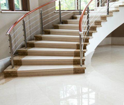 Специальная керамогранитная плитка для лестницы