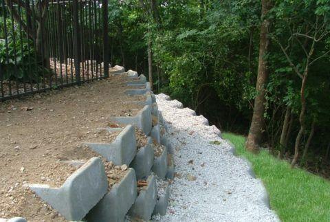 Укрепление склона бетонными блоками