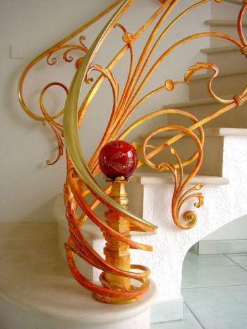 Яркие желтые перила с красными элементами на светло - бежевой лестнице в стиле модерн