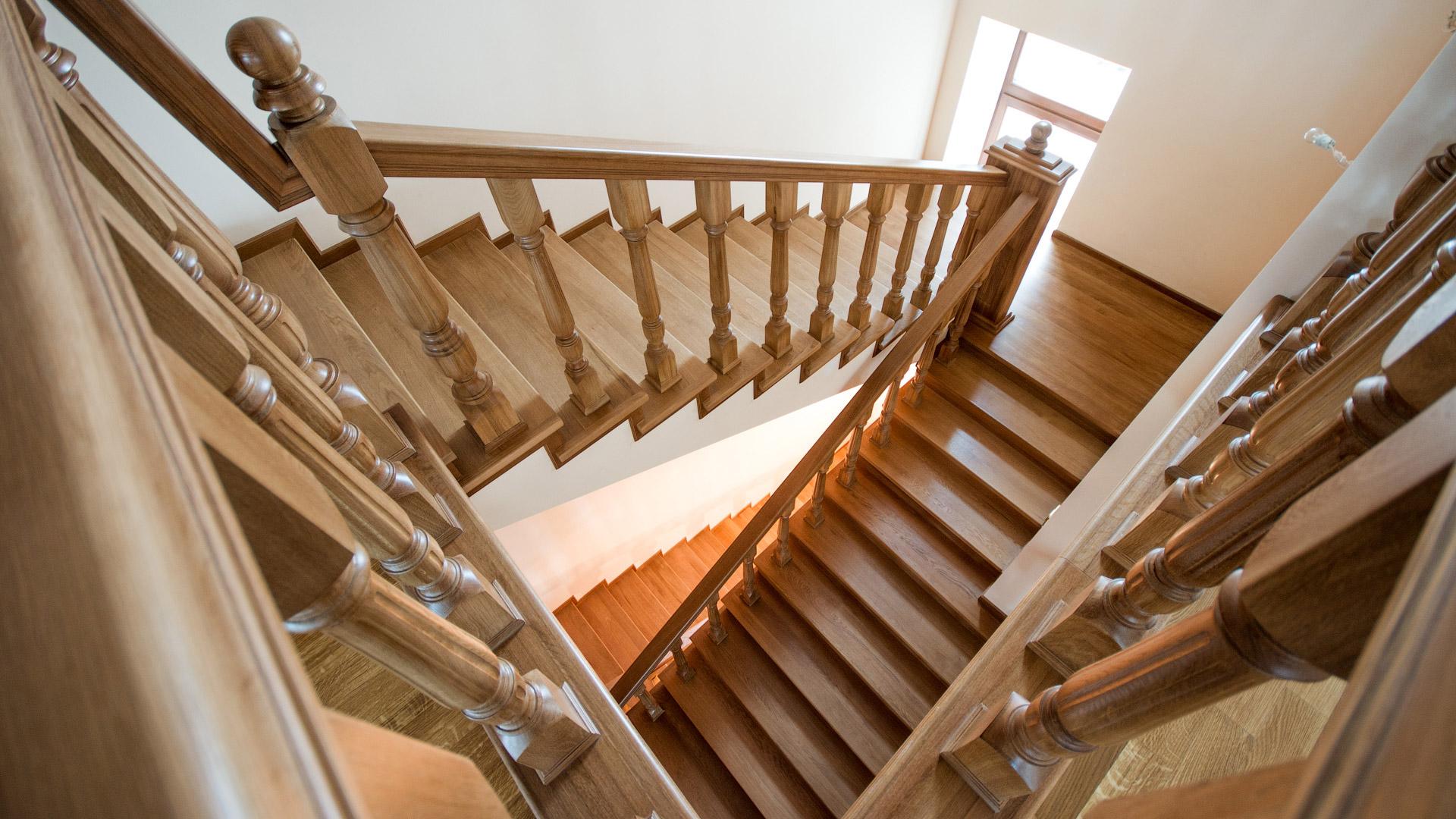 Красивая и прочная многомаршевая лестница