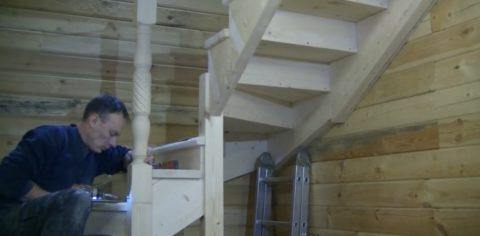 Делаем своими руками лестницу на второй этаж: опорные столбы