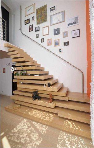 Как отгородить лестницу на второй этаж – замена ограждения поручнем