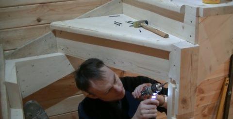 Как построить на второй этаж лестницу: монтаж забежных ступеней