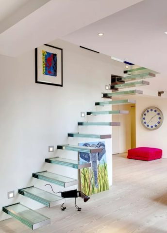 Лестница без опор и ограждения