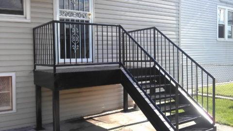 Лестницы и перила из черного металла