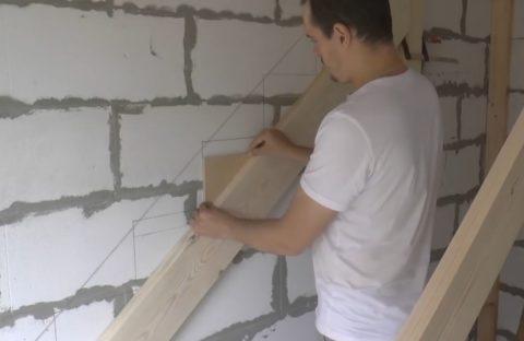 Лестницы из массива древесины: шаблон под кобылки