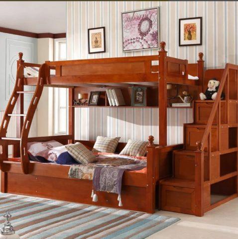 Модель кровати с лестницей - ящиками очень практична