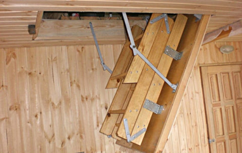 Откидная поднимающаяся лестница на второй этаж