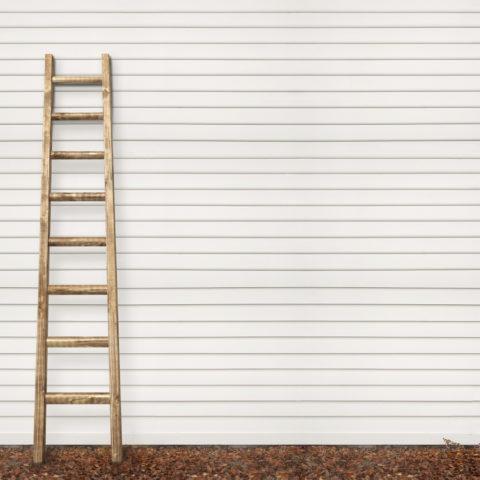 Приставная – самая простая лестница на второй этаж для временного использования