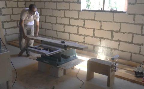 Производство лестниц из массива: распил заготовок под столбы
