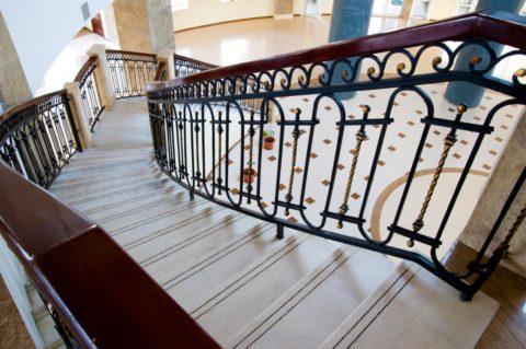 Строим лестницу на 2 этаж – безопасность превыше всего