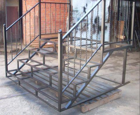 Сварные лестницы и перила из металла
