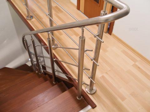 Установка перил на марш лестницы