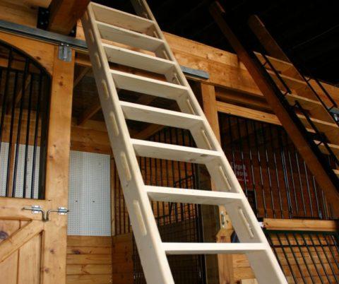 Лестницы для дачи приставные, произведенные из дерева