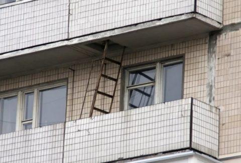 Лестницы на балконах для спасения при пожаре