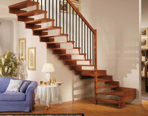 Небольшая лестница – отличный вариант для двухуровневой квартиры
