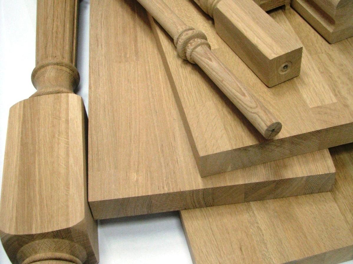 Деревянные элементы конструкции перед монтажом шлифуют до гладкости