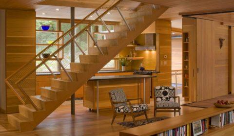 Если дача велика, то и лестницу можно поставить соответствующую