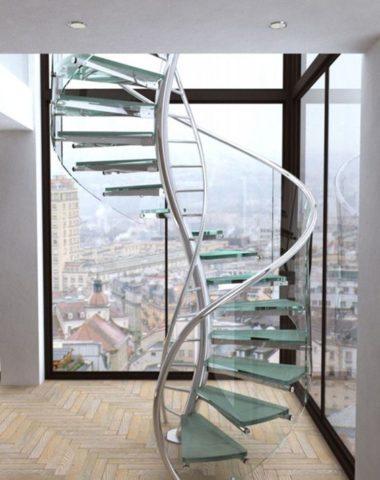 Изящная конструкция из стекла и металла